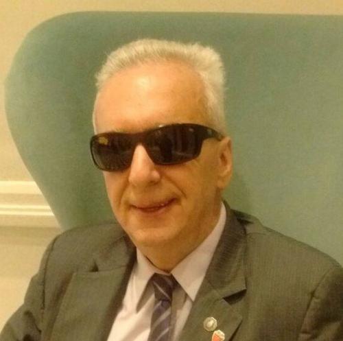Dr Eduardo Awad